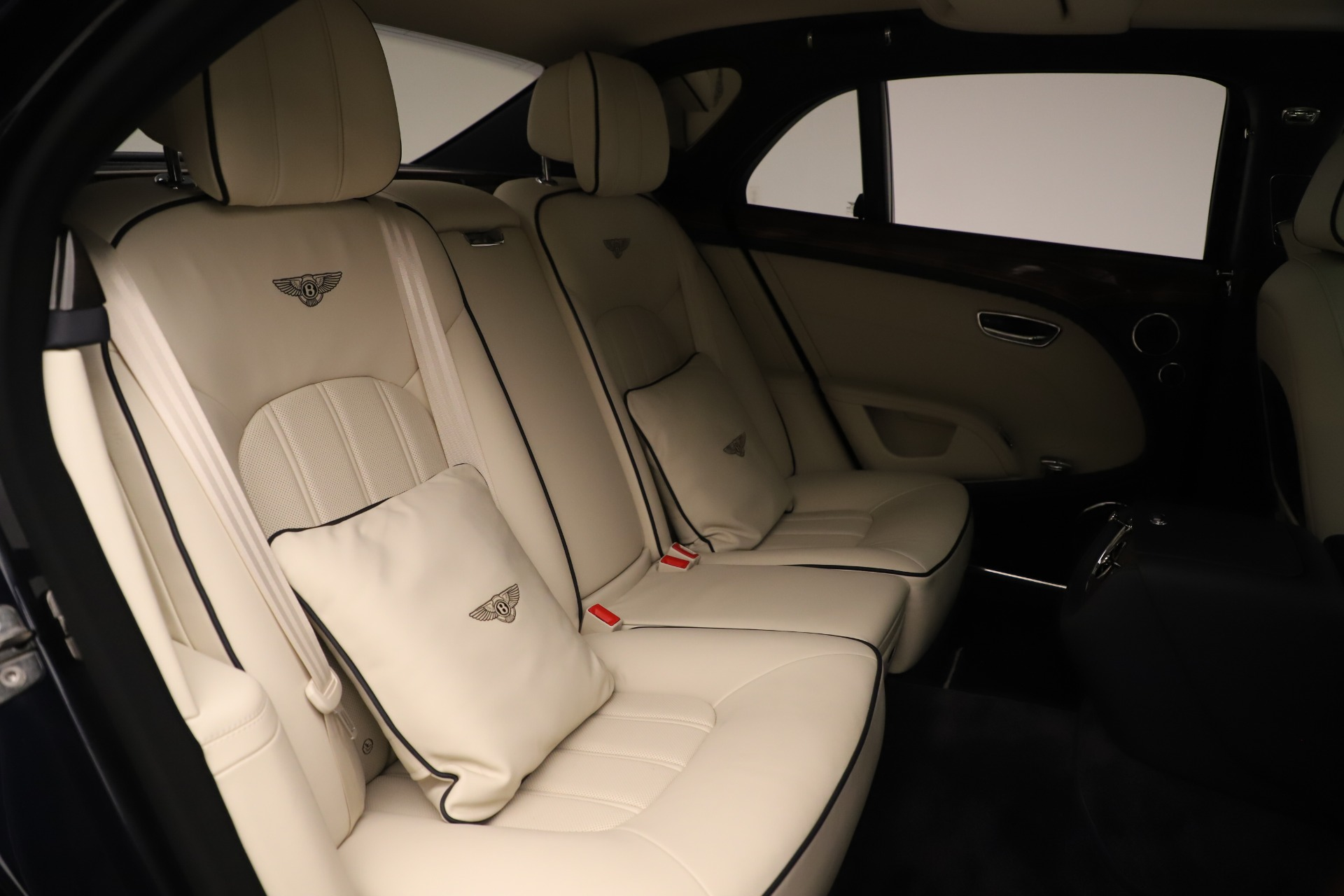 Used 2016 Bentley Mulsanne  For Sale In Westport, CT 3358_p30