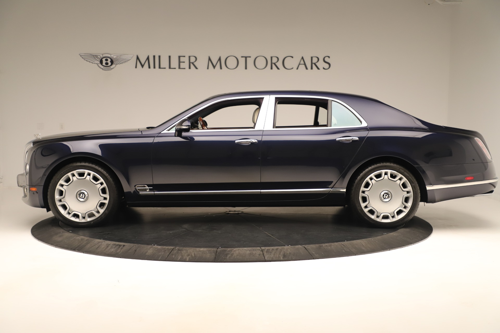 Used 2016 Bentley Mulsanne  For Sale In Westport, CT 3358_p3