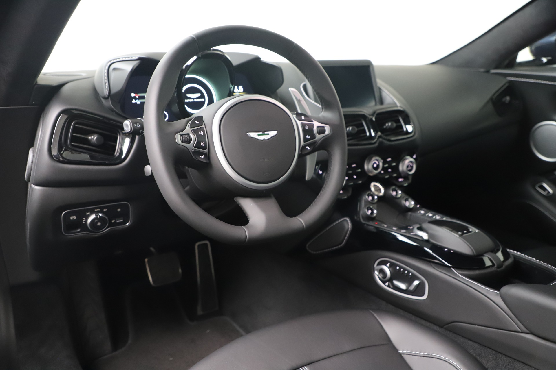 New 2020 Aston Martin Vantage V8 For Sale In Westport, CT 3369_p10