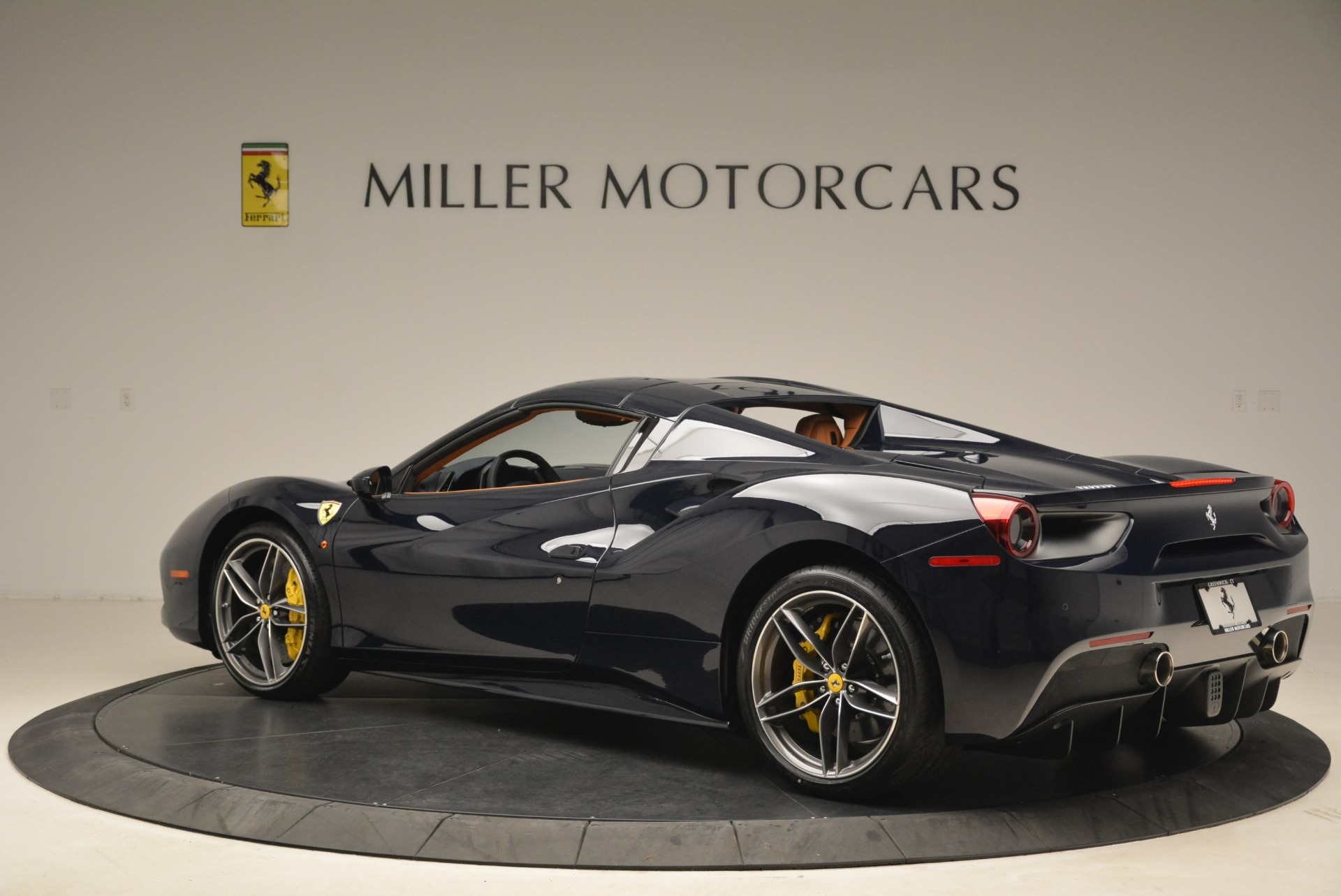 Used 2018 Ferrari 488 Spider  For Sale In Westport, CT 3371_p16