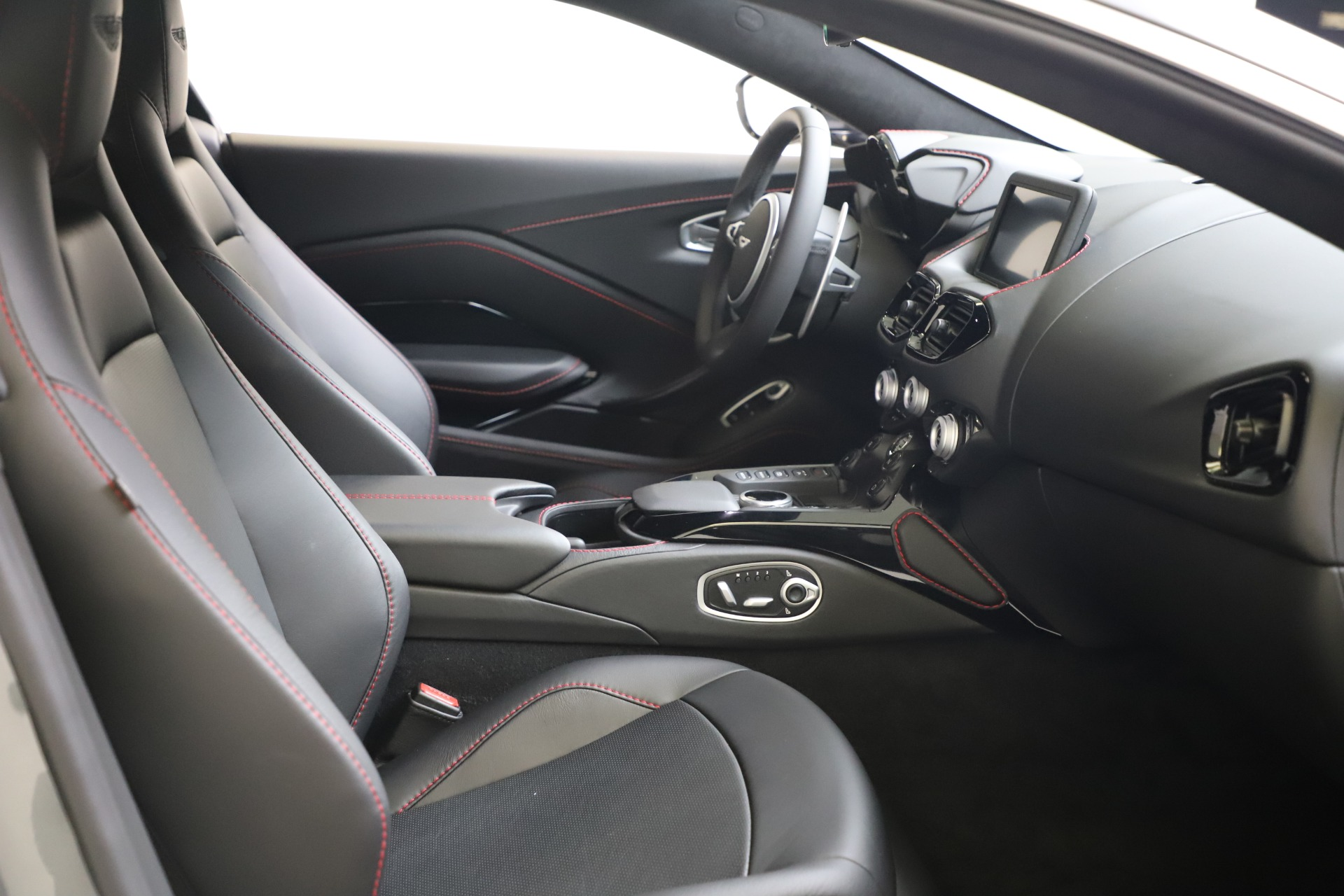 New 2020 Aston Martin Vantage Coupe For Sale In Westport, CT 3384_p16
