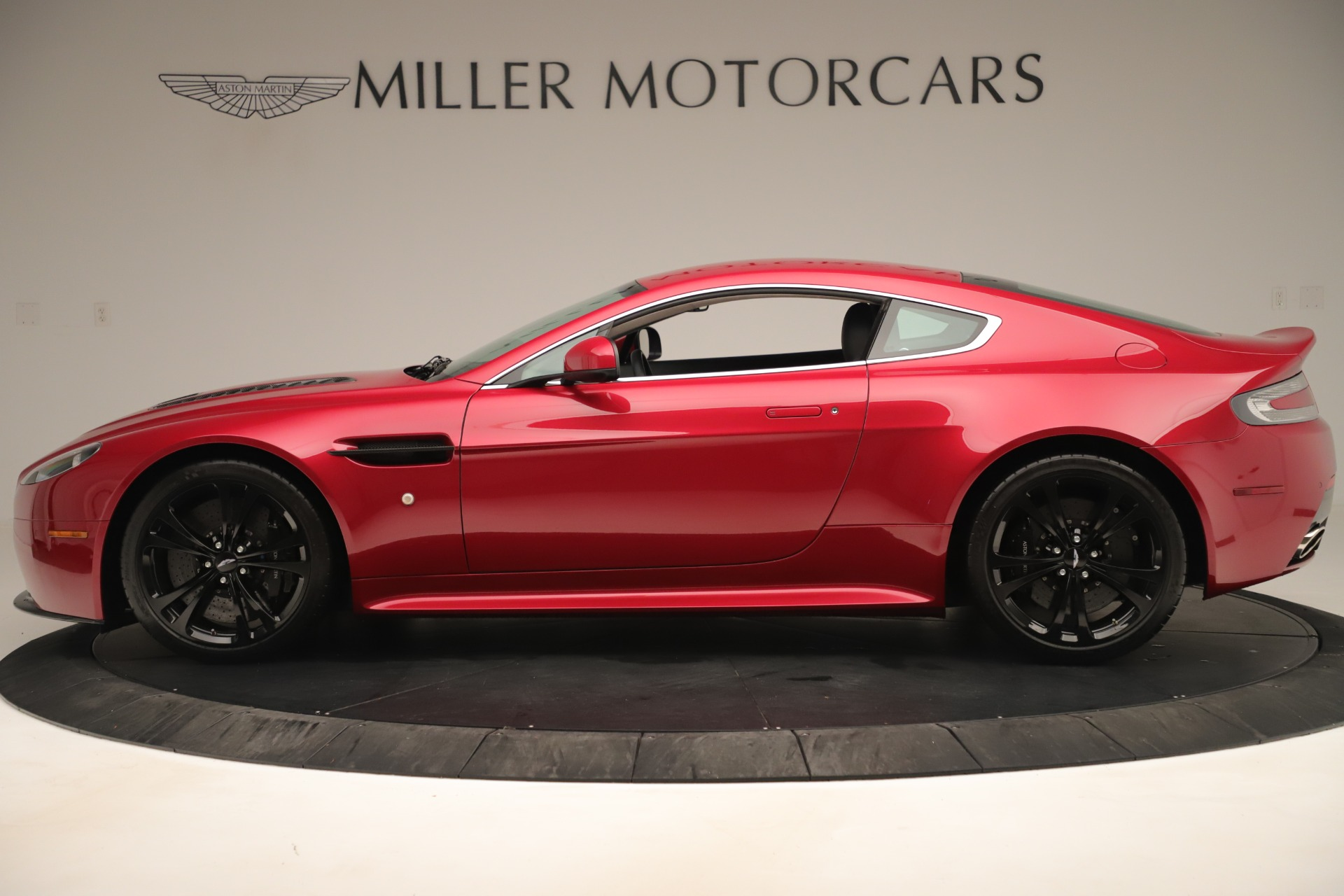 Used 2011 Aston Martin V12 Vantage Coupe For Sale In Westport, CT 3395_p4