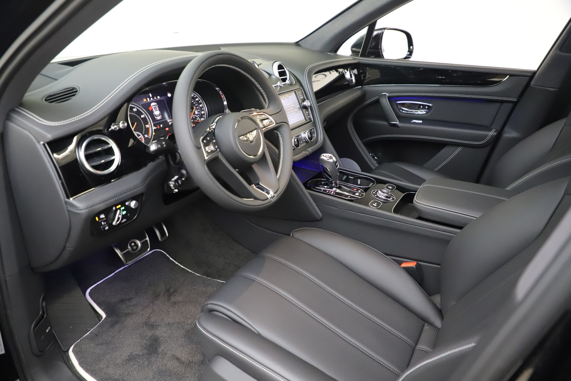 New 2020 Bentley Bentayga V8 For Sale In Westport, CT 3425_p17