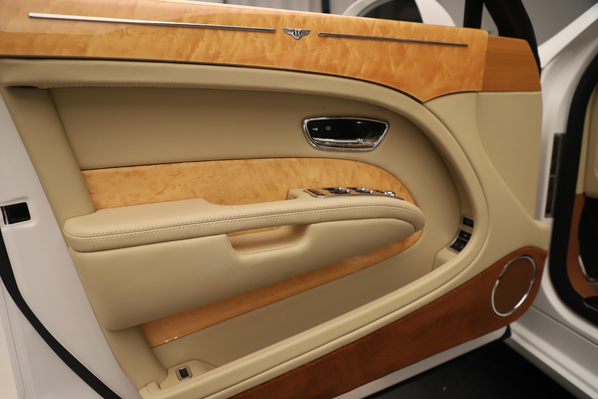 Used 2016 Bentley Mulsanne  For Sale In Westport, CT 3461_p16