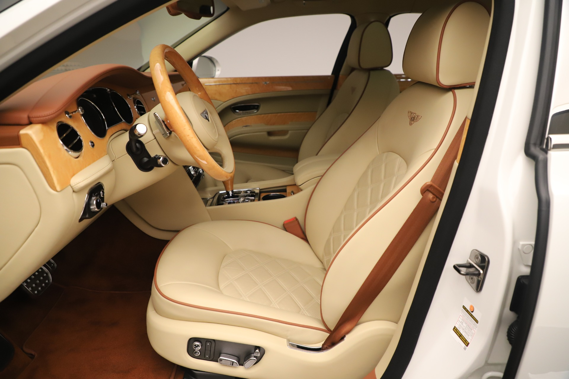 Used 2016 Bentley Mulsanne  For Sale In Westport, CT 3461_p19
