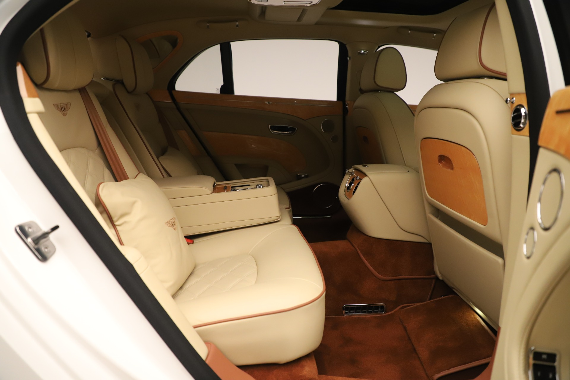 Used 2016 Bentley Mulsanne  For Sale In Westport, CT 3461_p35