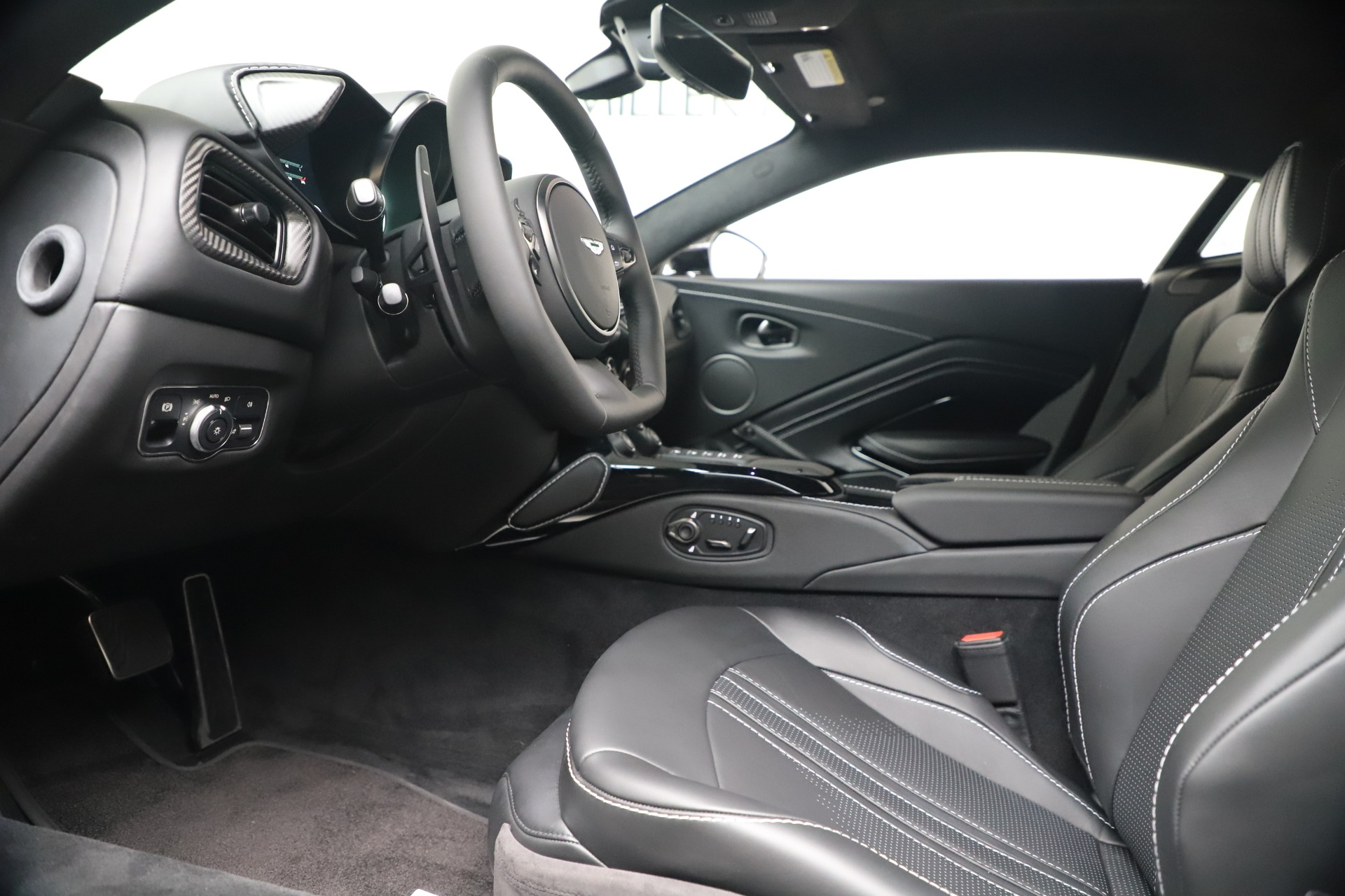 New 2020 Aston Martin Vantage V8 For Sale In Westport, CT 3481_p27
