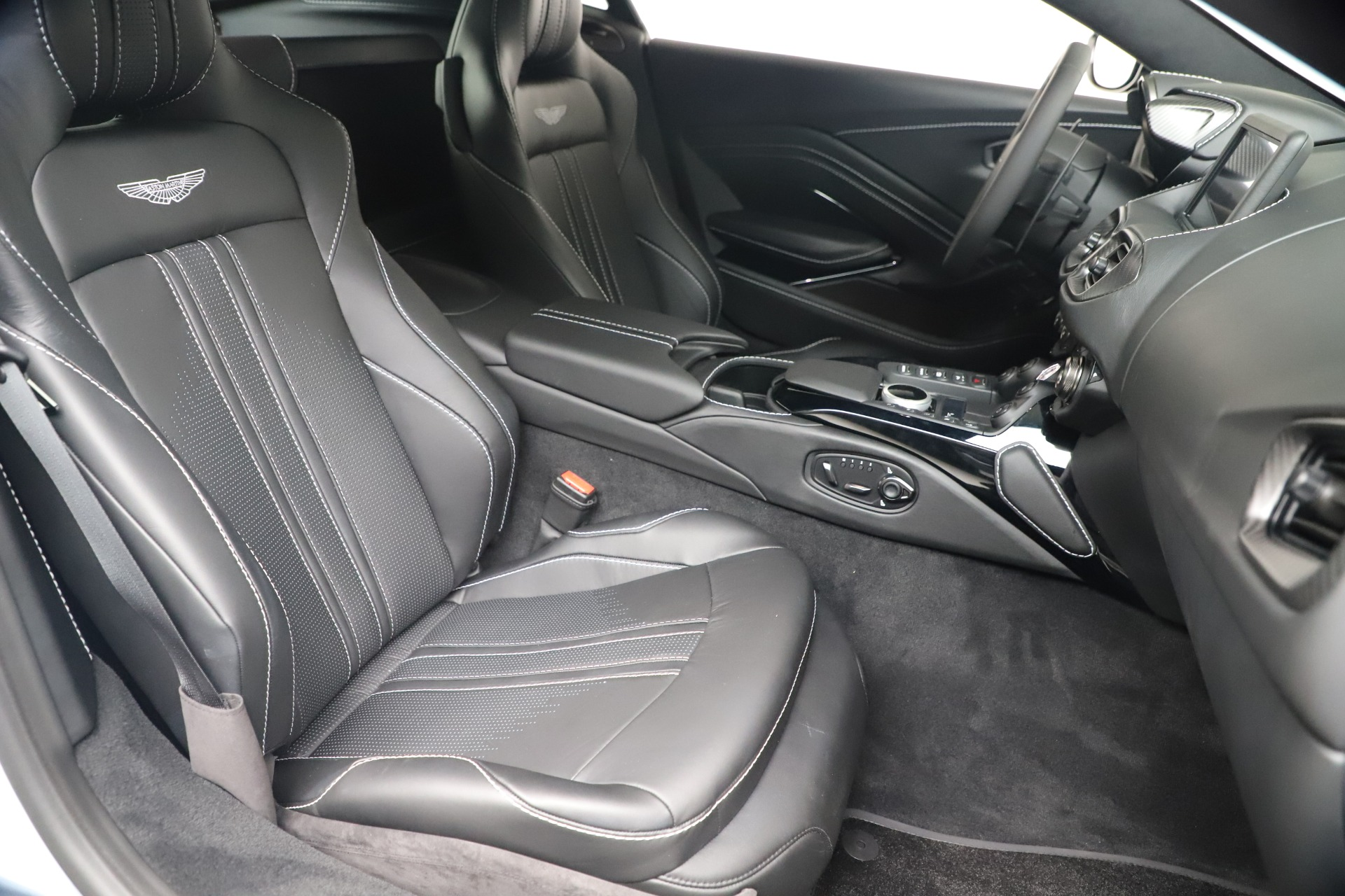 New 2020 Aston Martin Vantage V8 For Sale In Westport, CT 3481_p38
