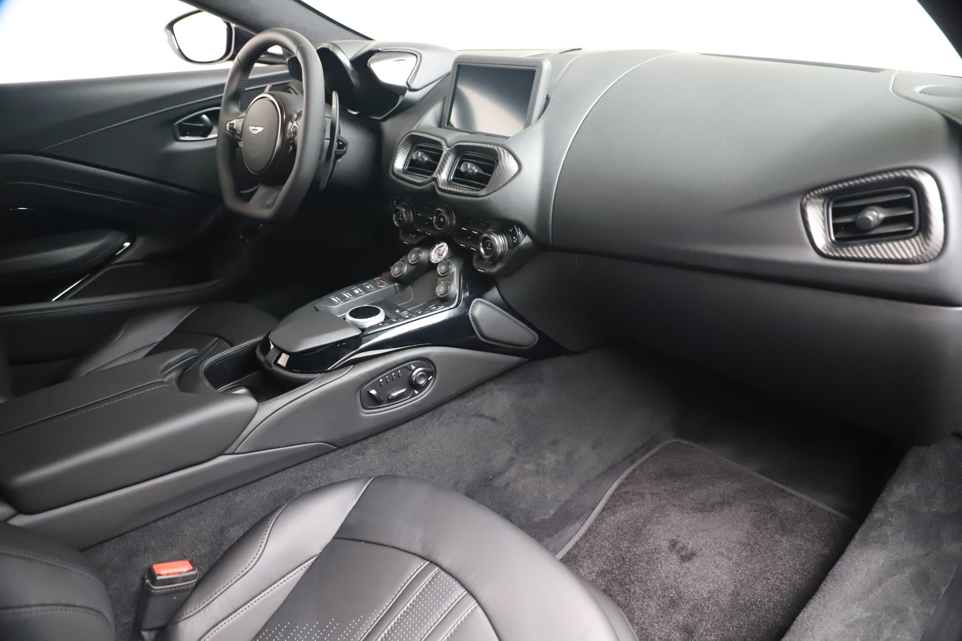 New 2020 Aston Martin Vantage V8 For Sale In Westport, CT 3482_p34