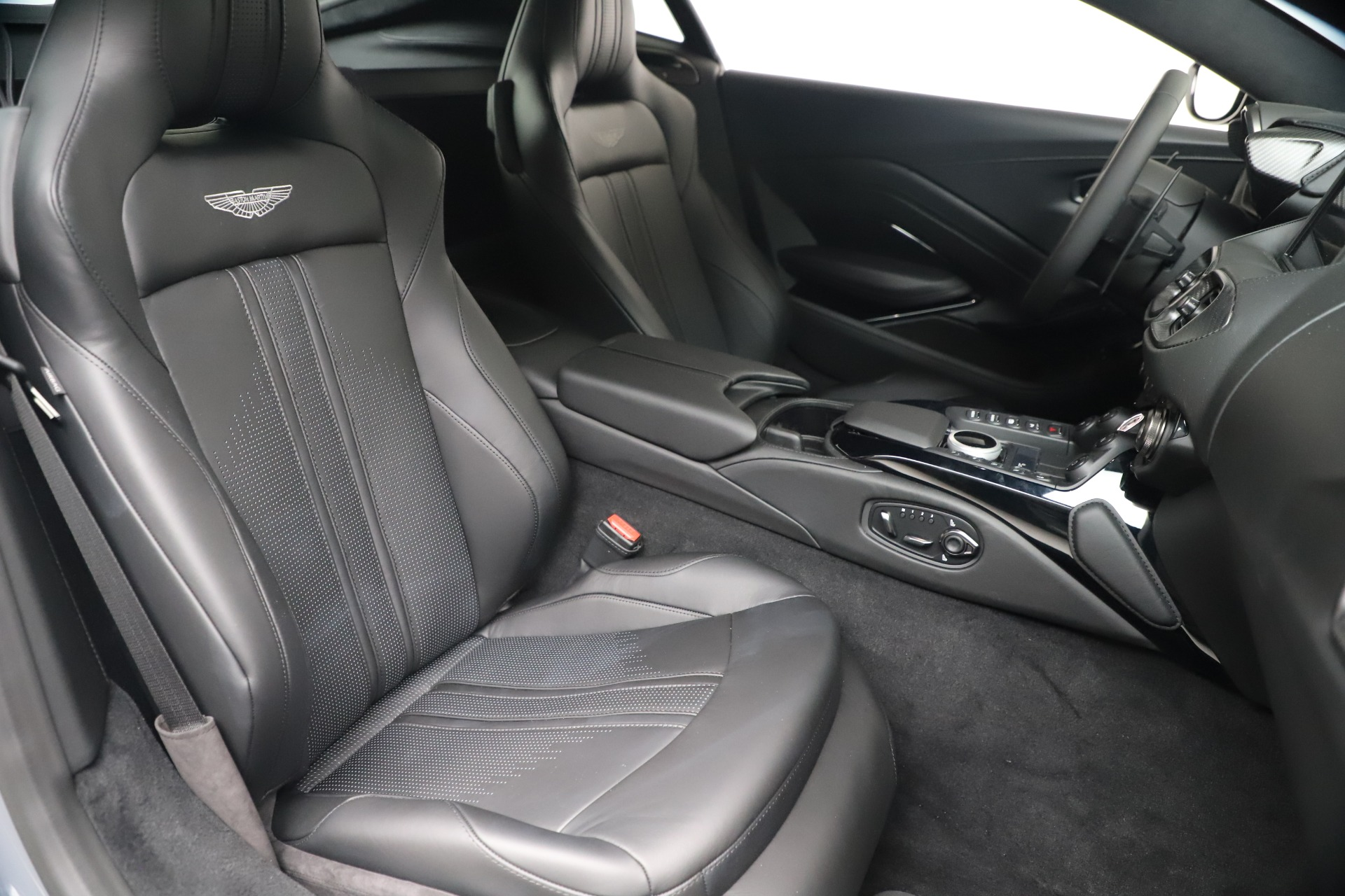 New 2020 Aston Martin Vantage V8 For Sale In Westport, CT 3482_p38