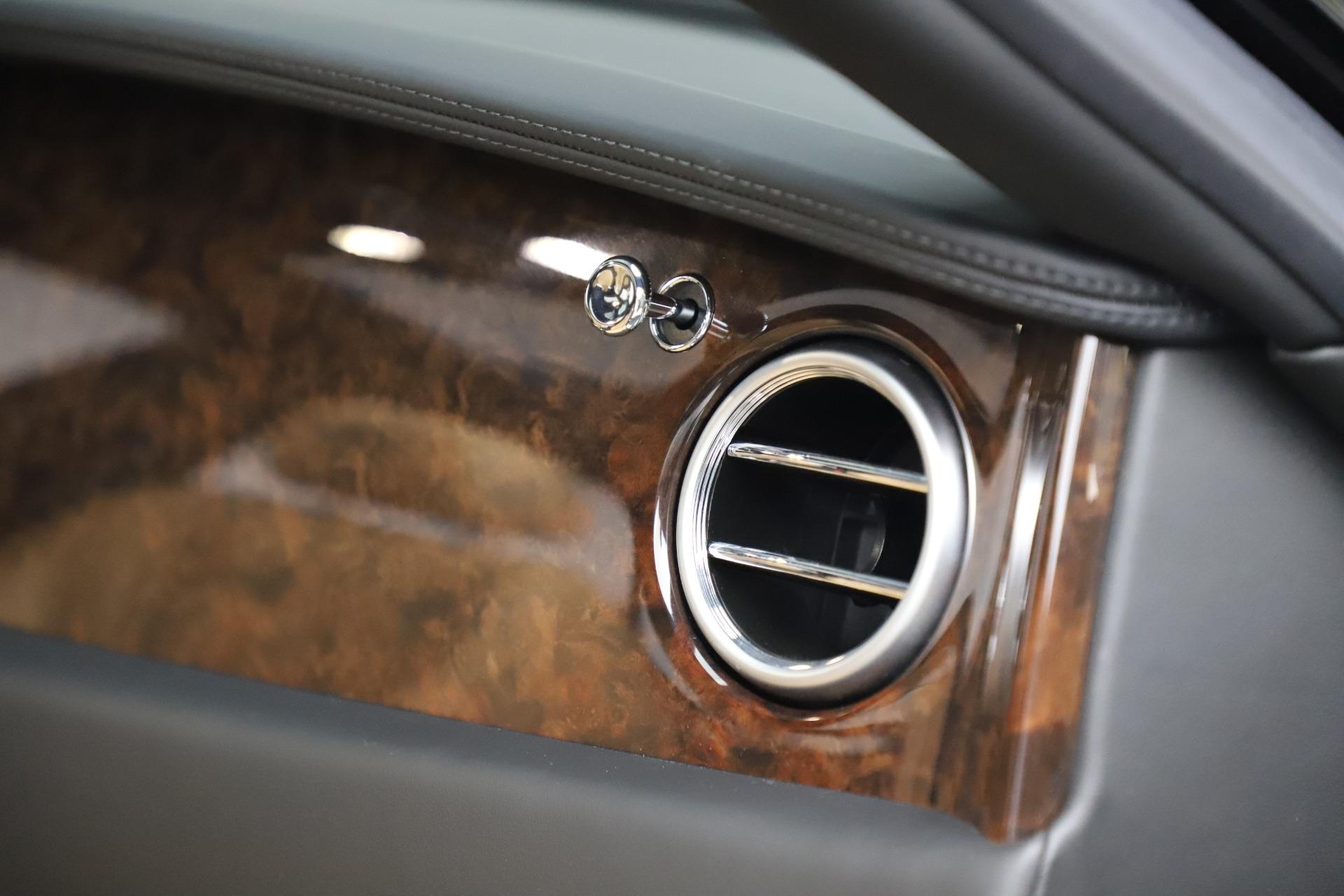 Used 2016 Bentley Flying Spur V8 For Sale In Westport, CT 3526_p31