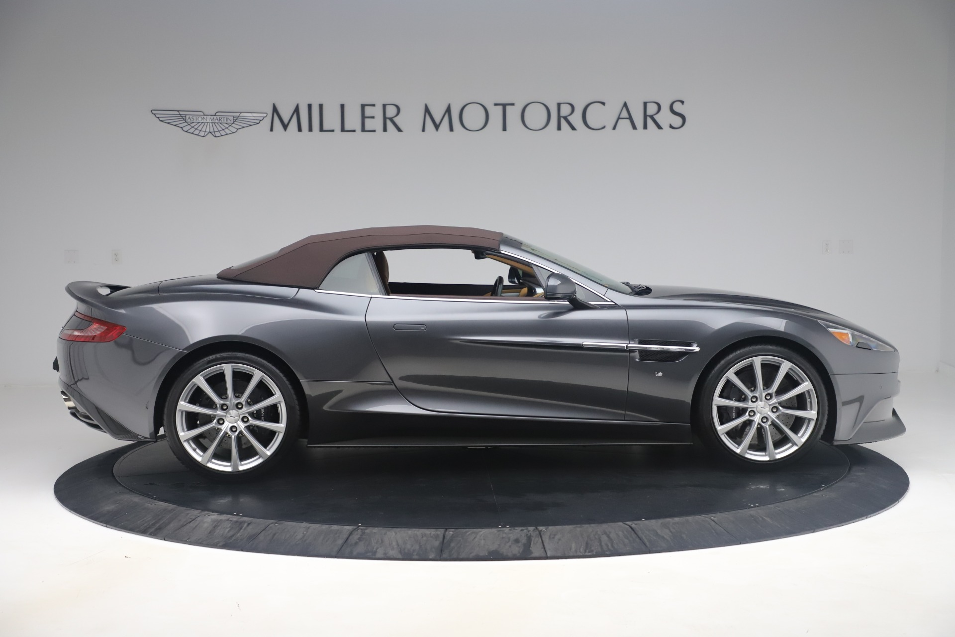 Used 2016 Aston Martin Vanquish Volante For Sale In Westport, CT 3542_p13