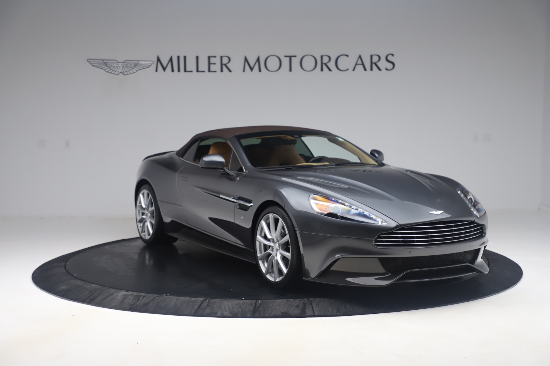 Used 2016 Aston Martin Vanquish Volante For Sale In Westport, CT 3542_p15