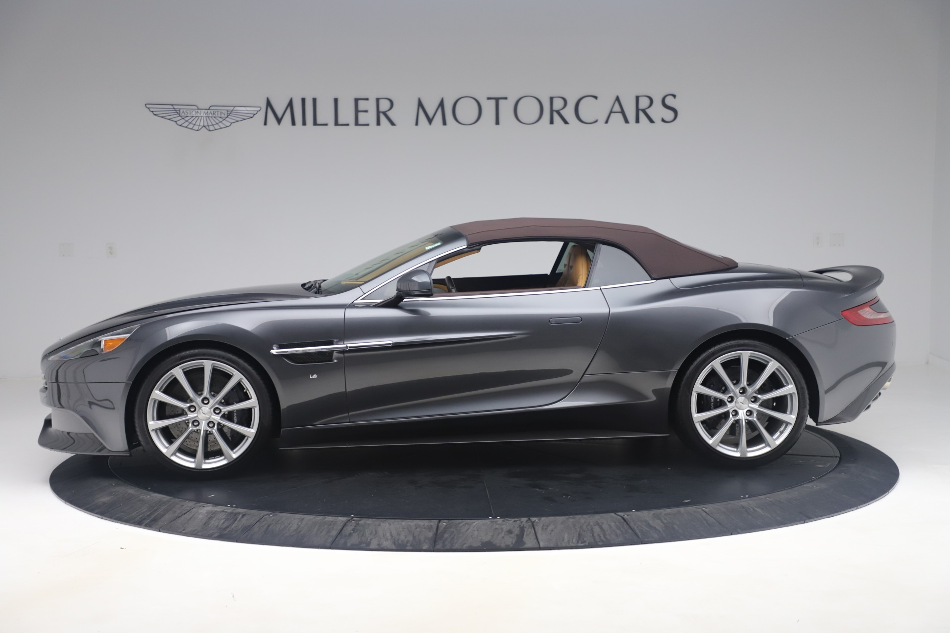 Used 2016 Aston Martin Vanquish Volante For Sale In Westport, CT 3542_p19
