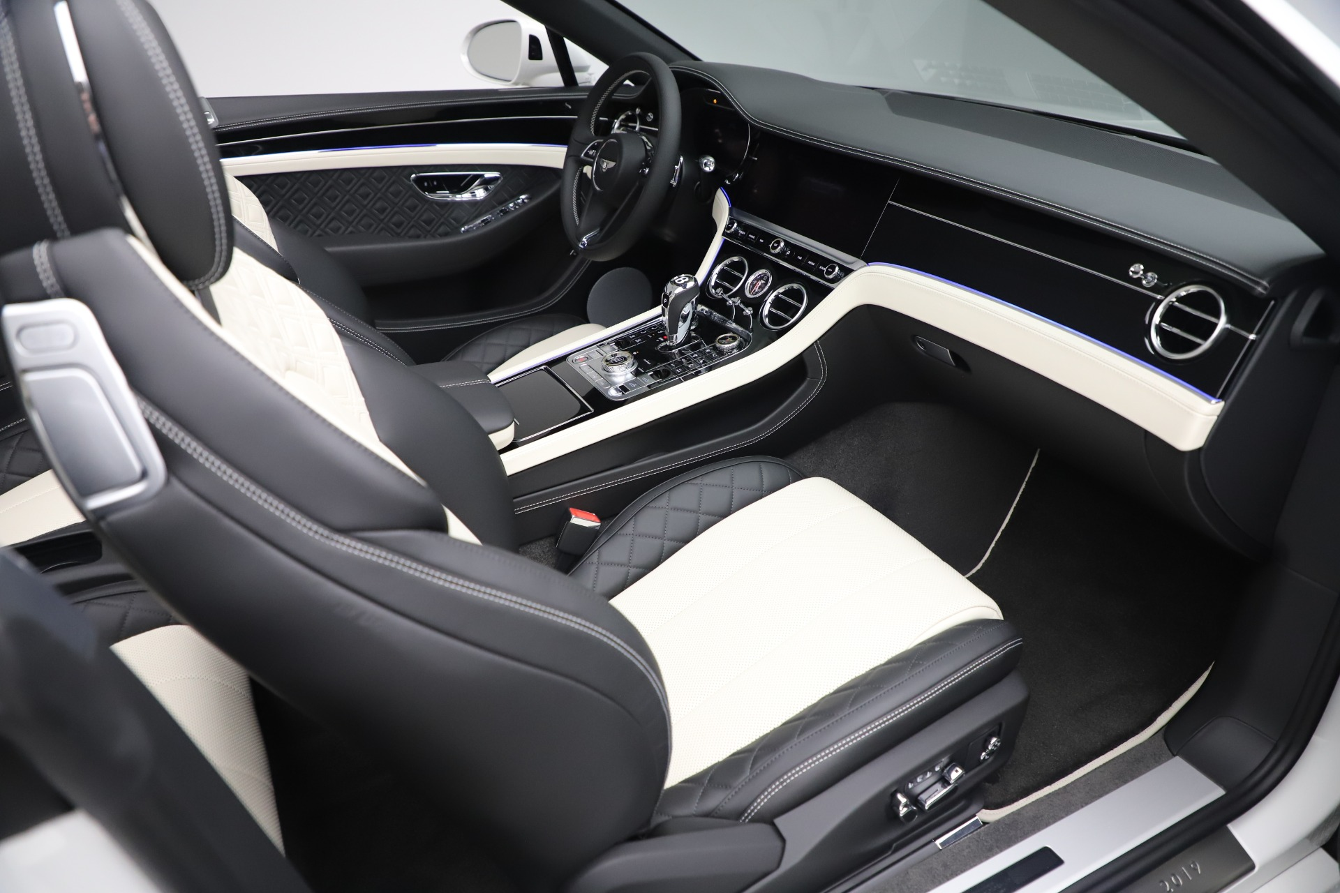 New 2020 Bentley Continental GTC V8 For Sale In Westport, CT 3561_p35