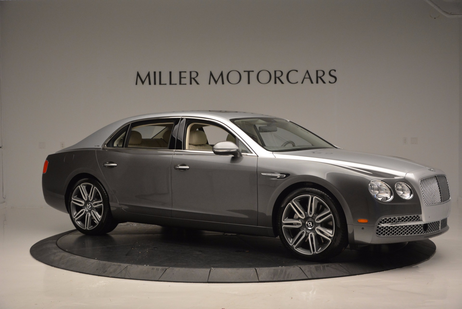 Used 2016 Bentley Flying Spur W12  For Sale In Westport, CT 617_p10