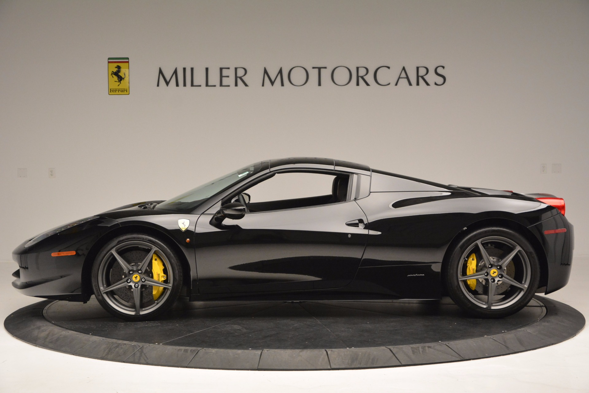 Used 2014 Ferrari 458 Spider  For Sale In Westport, CT 620_p15