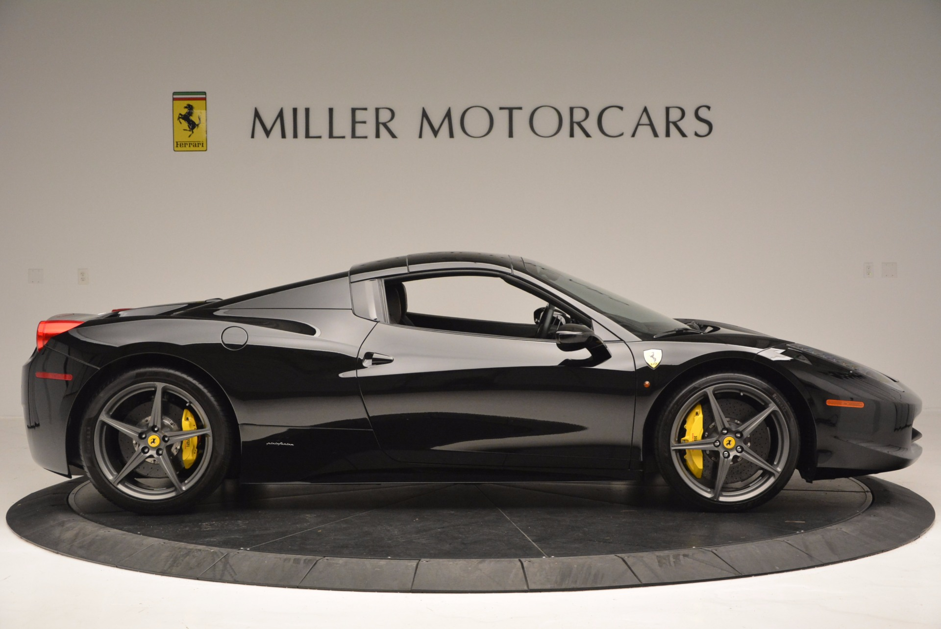 Used 2014 Ferrari 458 Spider  For Sale In Westport, CT 620_p21