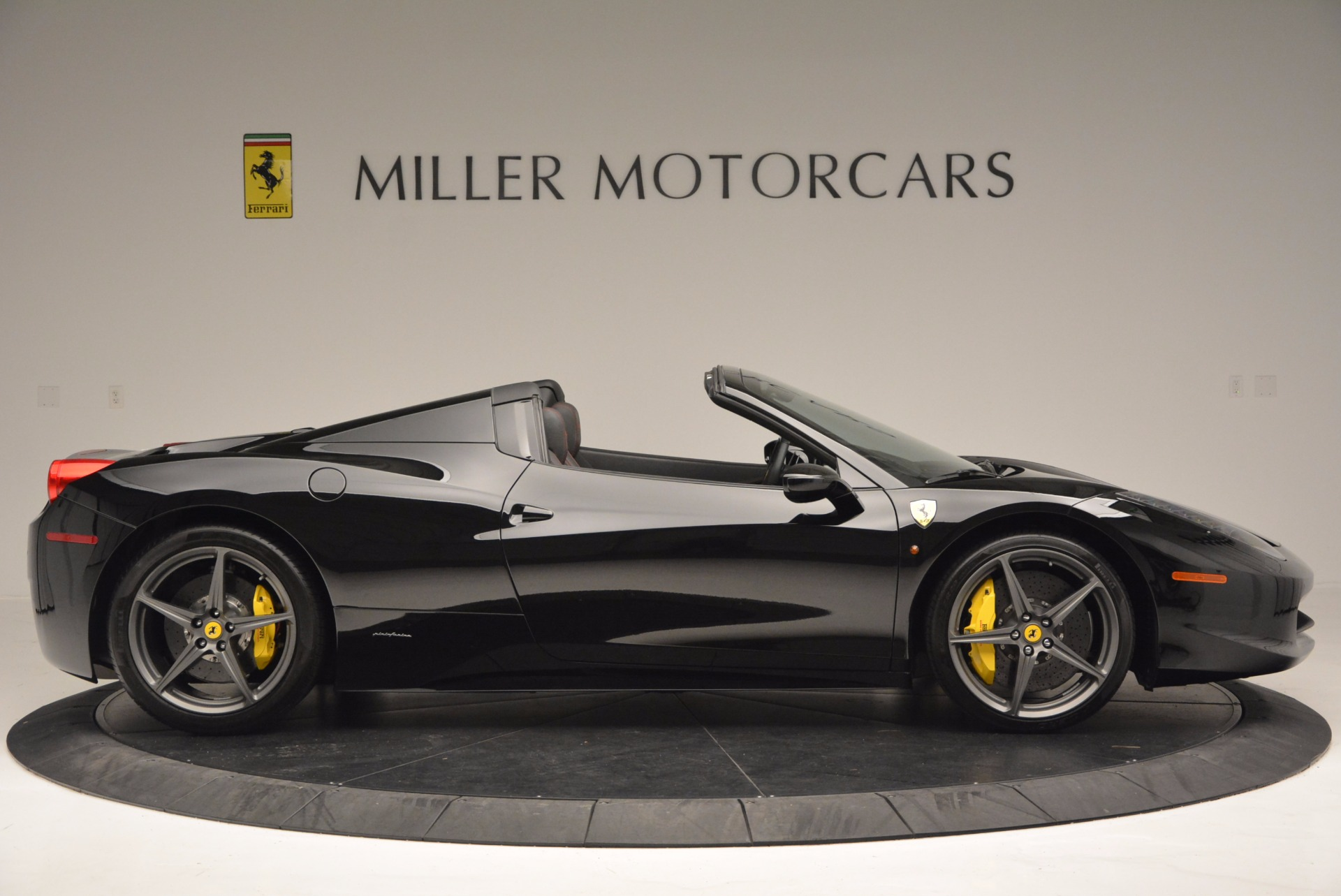 Used 2014 Ferrari 458 Spider  For Sale In Westport, CT 620_p9
