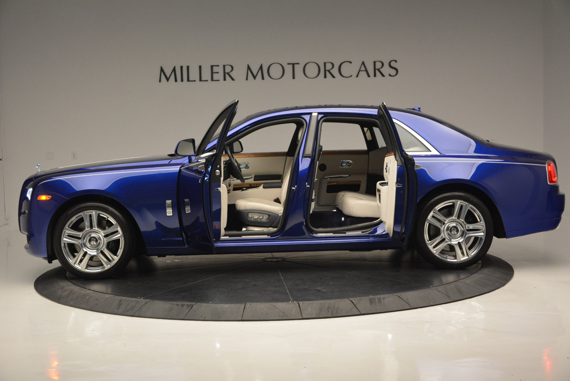 Used 2016 ROLLS-ROYCE GHOST SERIES II  For Sale In Westport, CT 634_p16