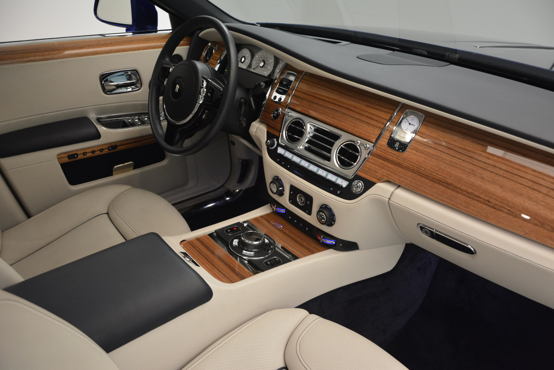 Used 2016 ROLLS-ROYCE GHOST SERIES II  For Sale In Westport, CT 634_p36