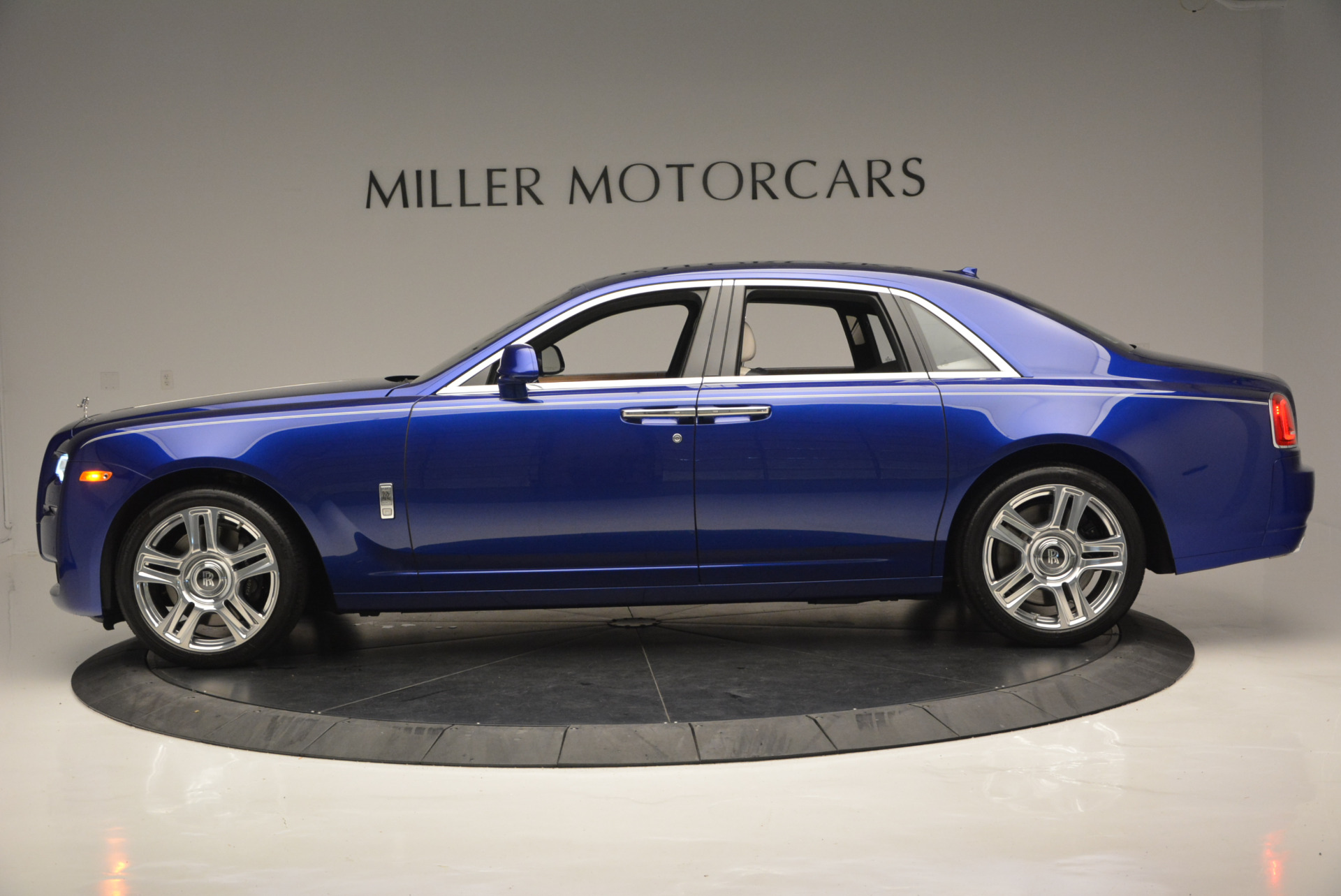 Used 2016 ROLLS-ROYCE GHOST SERIES II  For Sale In Westport, CT 634_p4