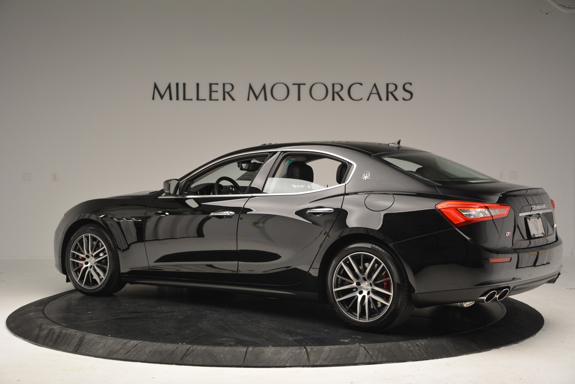 Used 2016 Maserati Ghibli S Q4  EX-LOANER For Sale In Westport, CT 667_p4