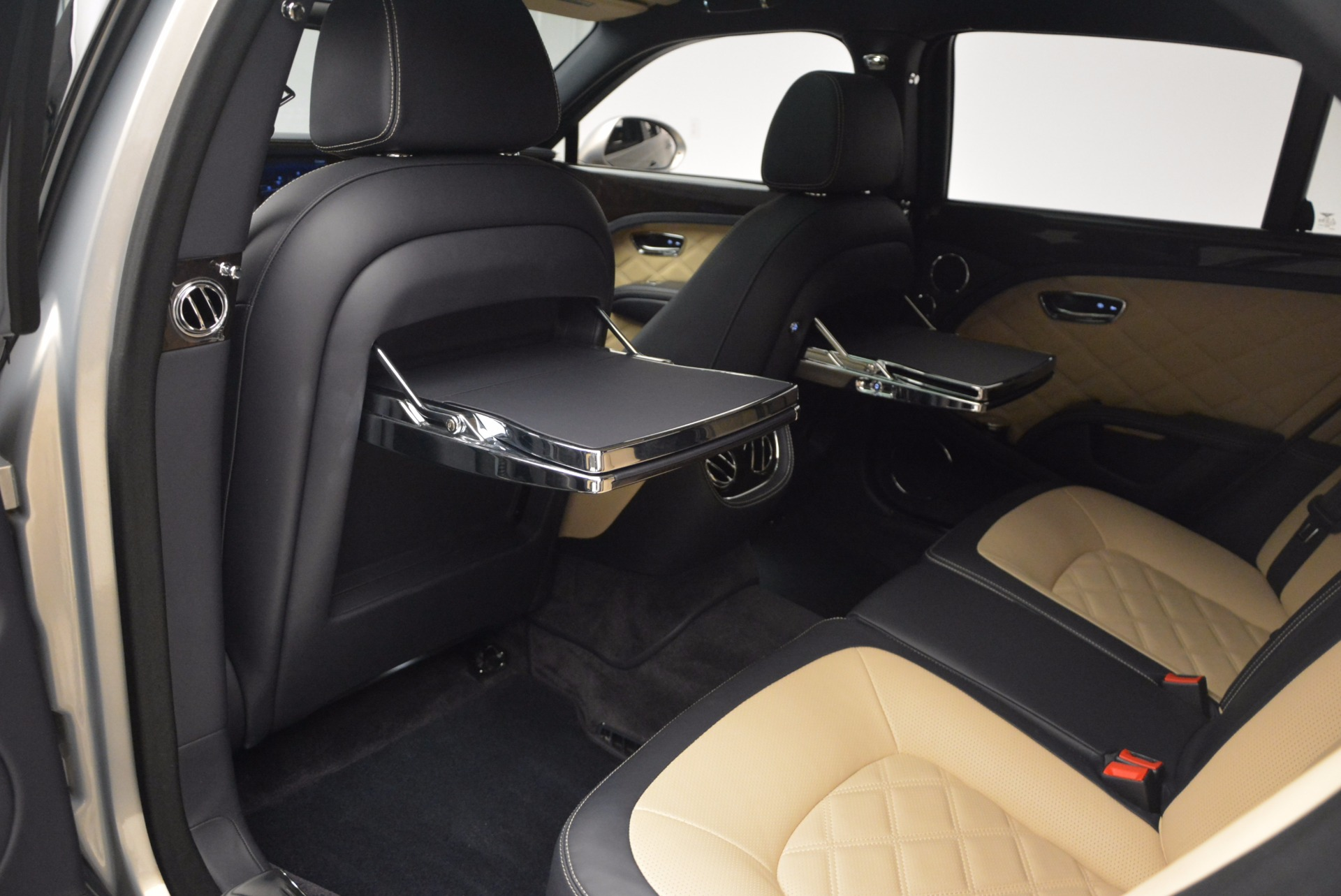 Used 2016 Bentley Mulsanne Speed For Sale In Westport, CT 671_p35