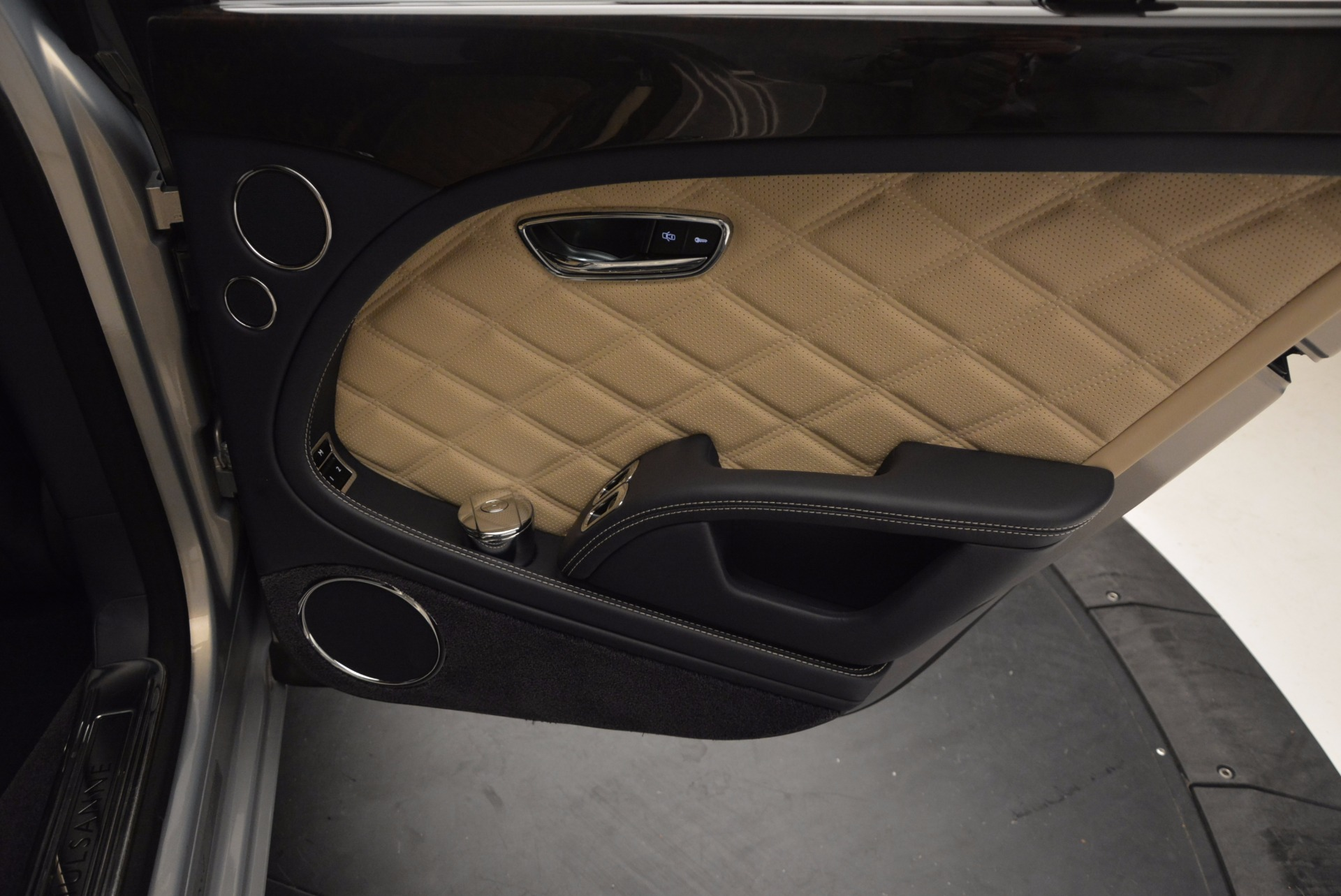 Used 2016 Bentley Mulsanne Speed For Sale In Westport, CT 671_p47