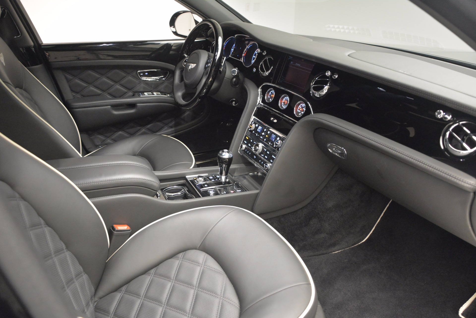 Used 2016 Bentley Mulsanne  For Sale In Westport, CT 672_p45