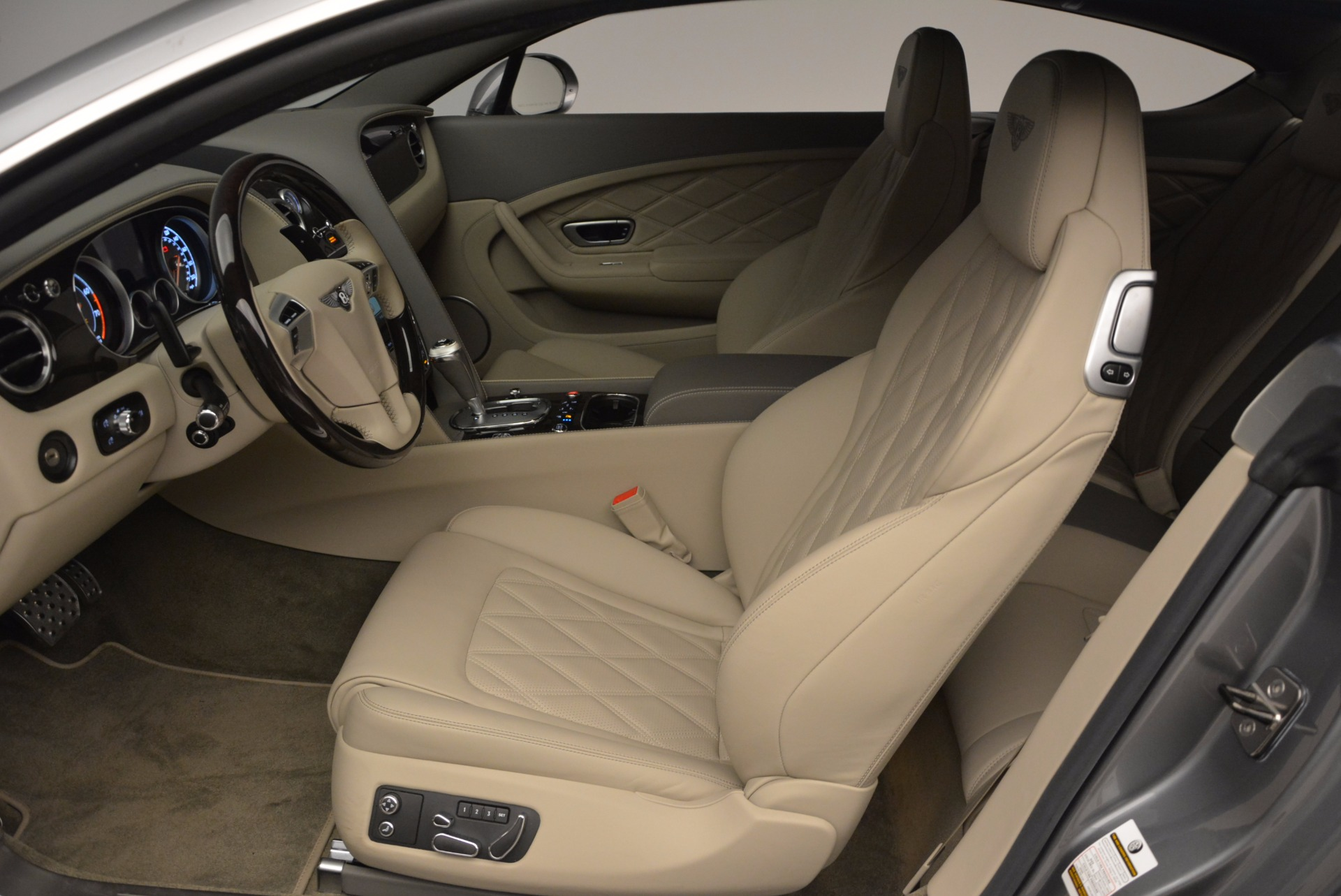 Used 2014 Bentley Continental GT V8  For Sale In Westport, CT 673_p20