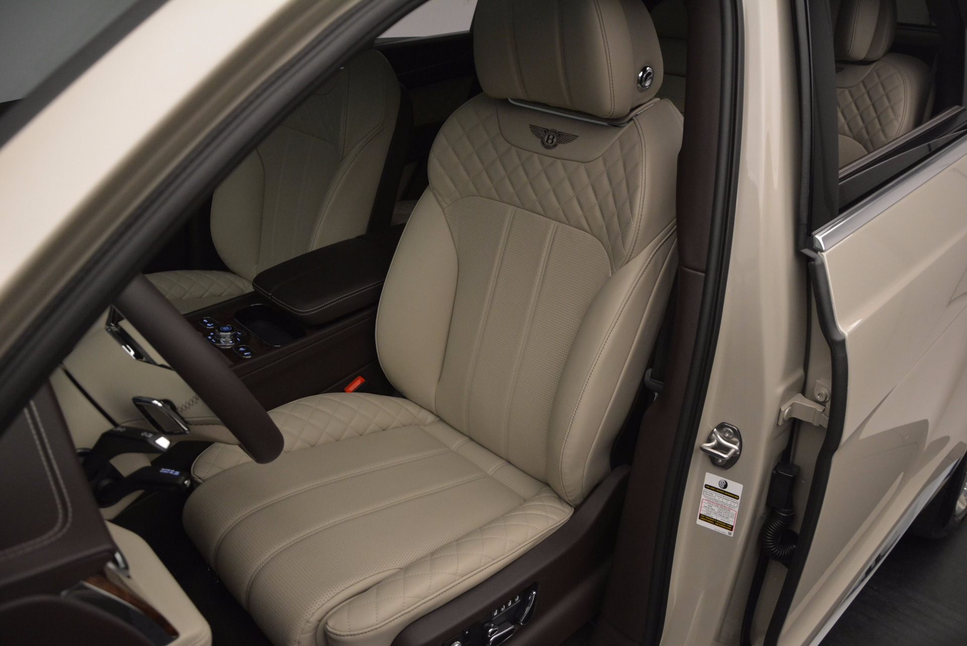 Used 2017 Bentley Bentayga  For Sale In Westport, CT 695_p17