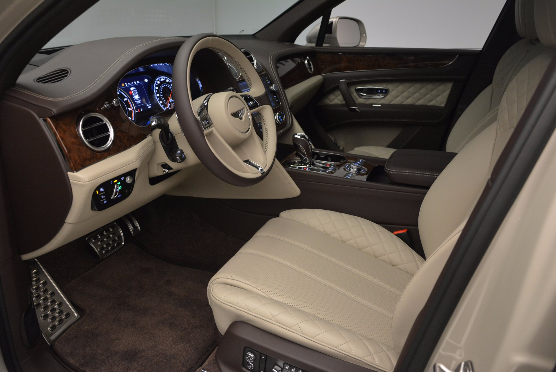 Used 2017 Bentley Bentayga  For Sale In Westport, CT 695_p19
