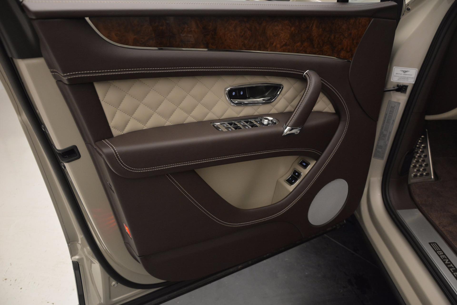 Used 2017 Bentley Bentayga  For Sale In Westport, CT 695_p23