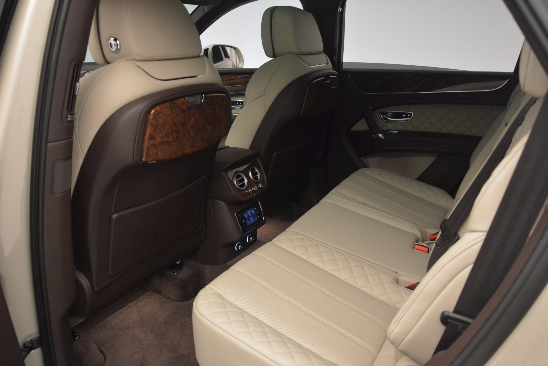 Used 2017 Bentley Bentayga  For Sale In Westport, CT 695_p29