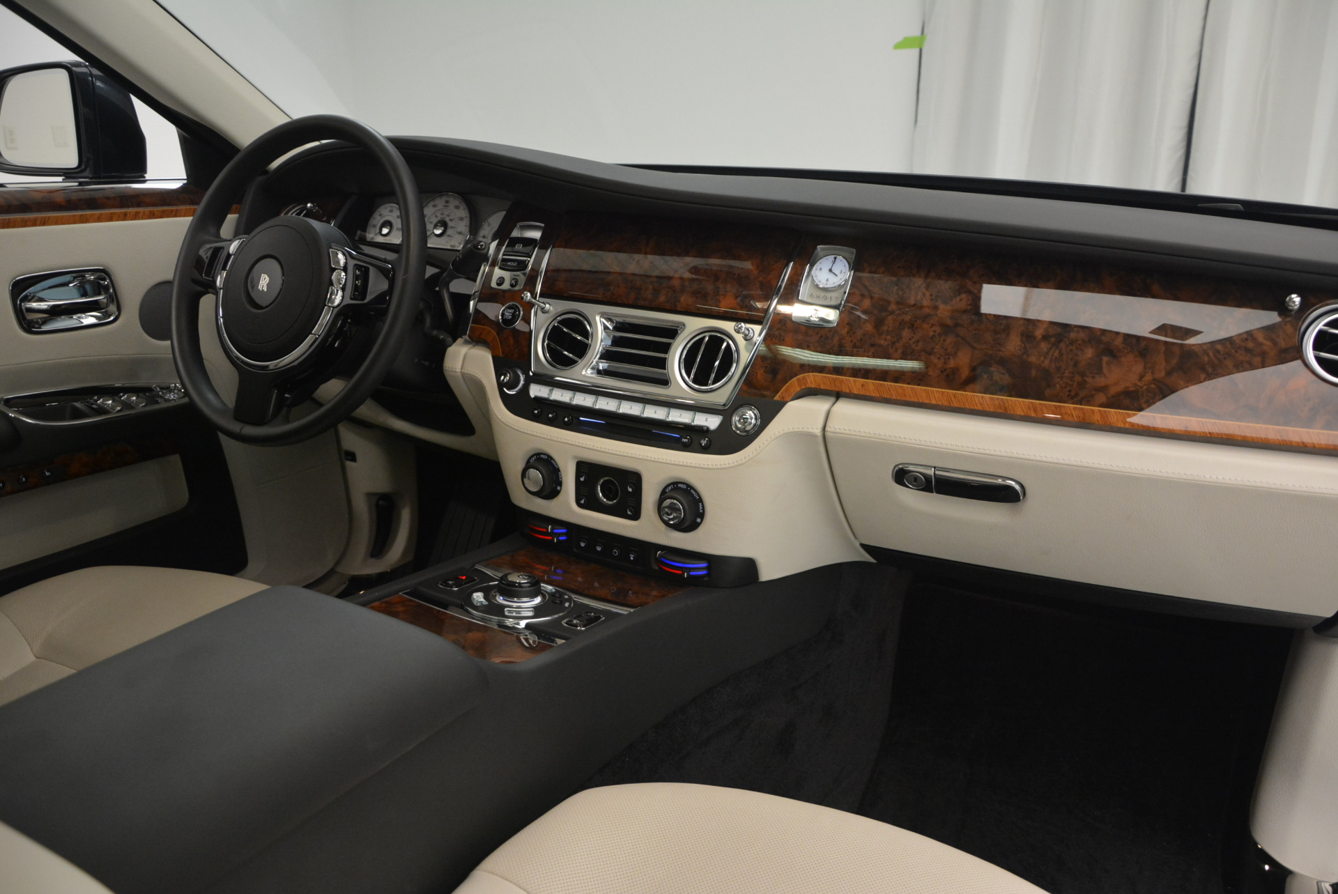 Used 2013 Rolls-Royce Ghost  For Sale In Westport, CT 702_p34