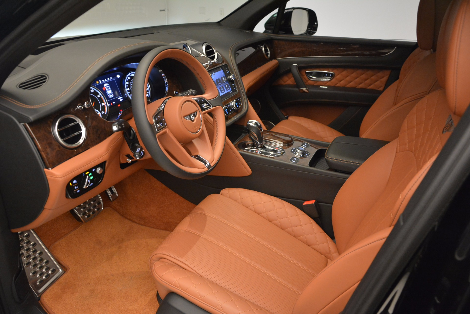 Used 2017 Bentley Bentayga  For Sale In Westport, CT 758_p25