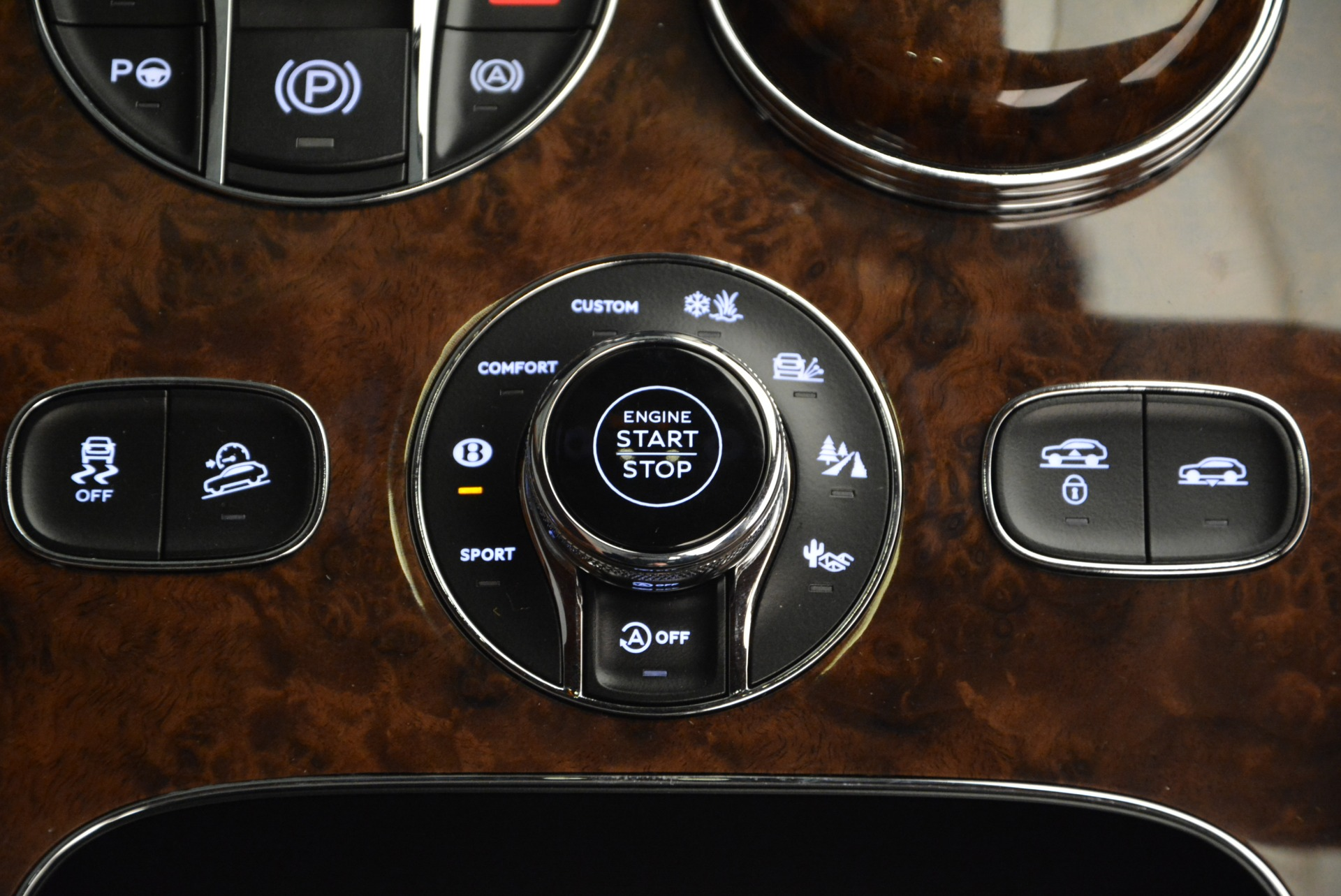 New 2017 Bentley Bentayga  For Sale In Westport, CT 852_p54