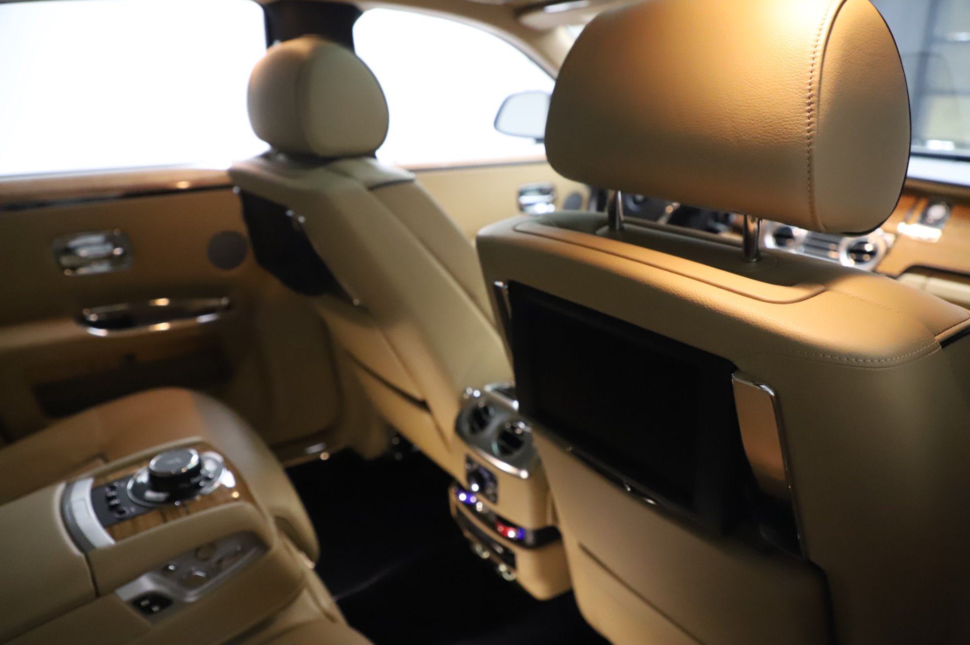 Used 2014 Rolls-Royce Ghost V-Spec For Sale In Westport, CT 858_p16