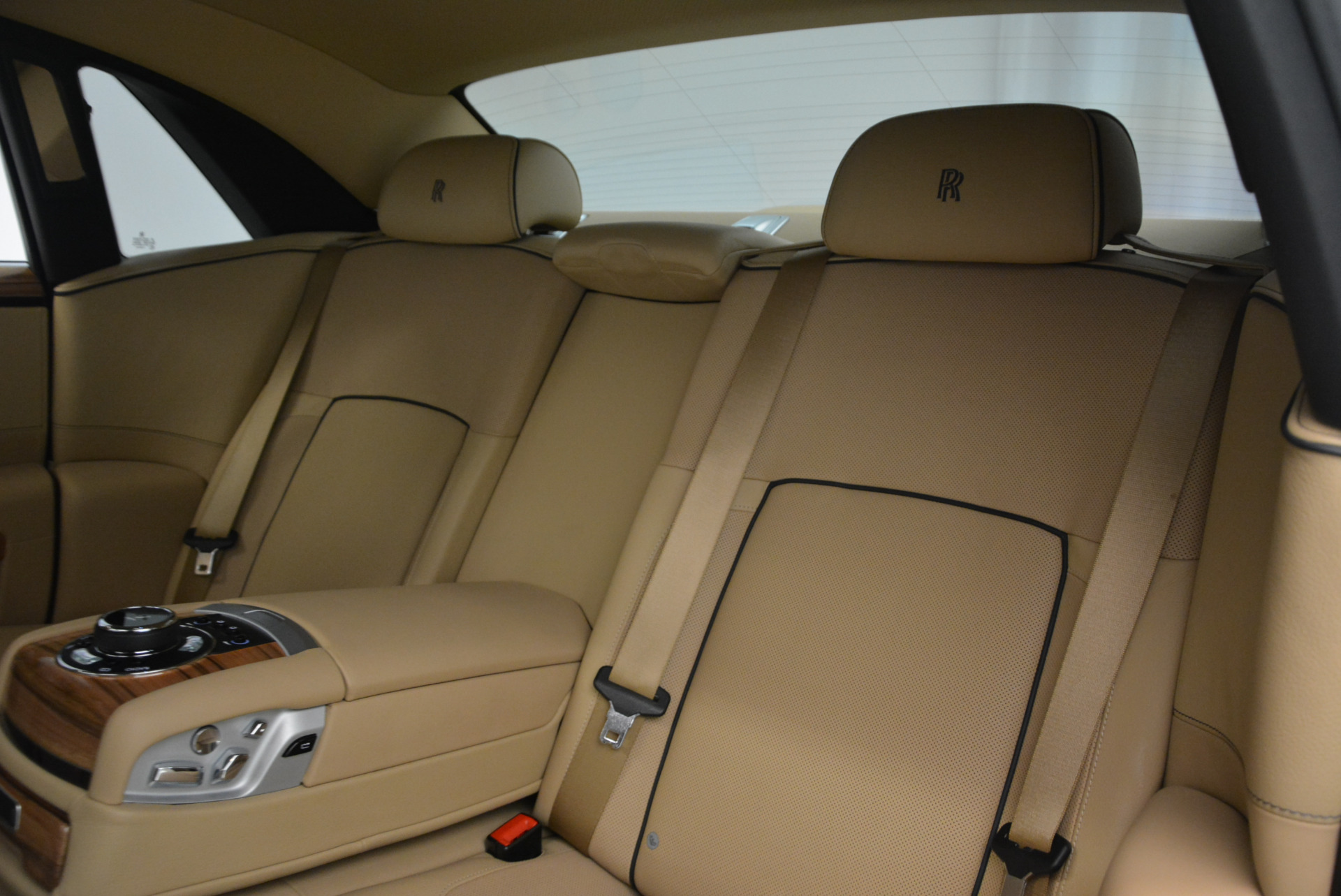 Used 2014 Rolls-Royce Ghost V-Spec For Sale In Westport, CT 858_p28