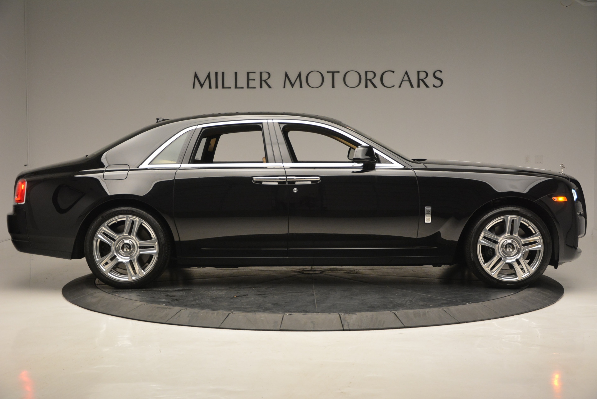 Used 2016 Rolls-Royce Ghost  For Sale In Westport, CT 898_p10