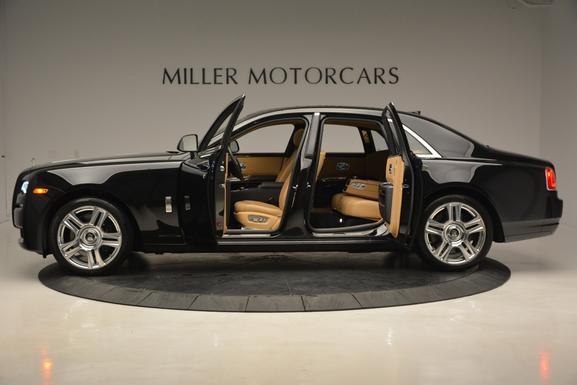 Used 2016 Rolls-Royce Ghost  For Sale In Westport, CT 898_p15