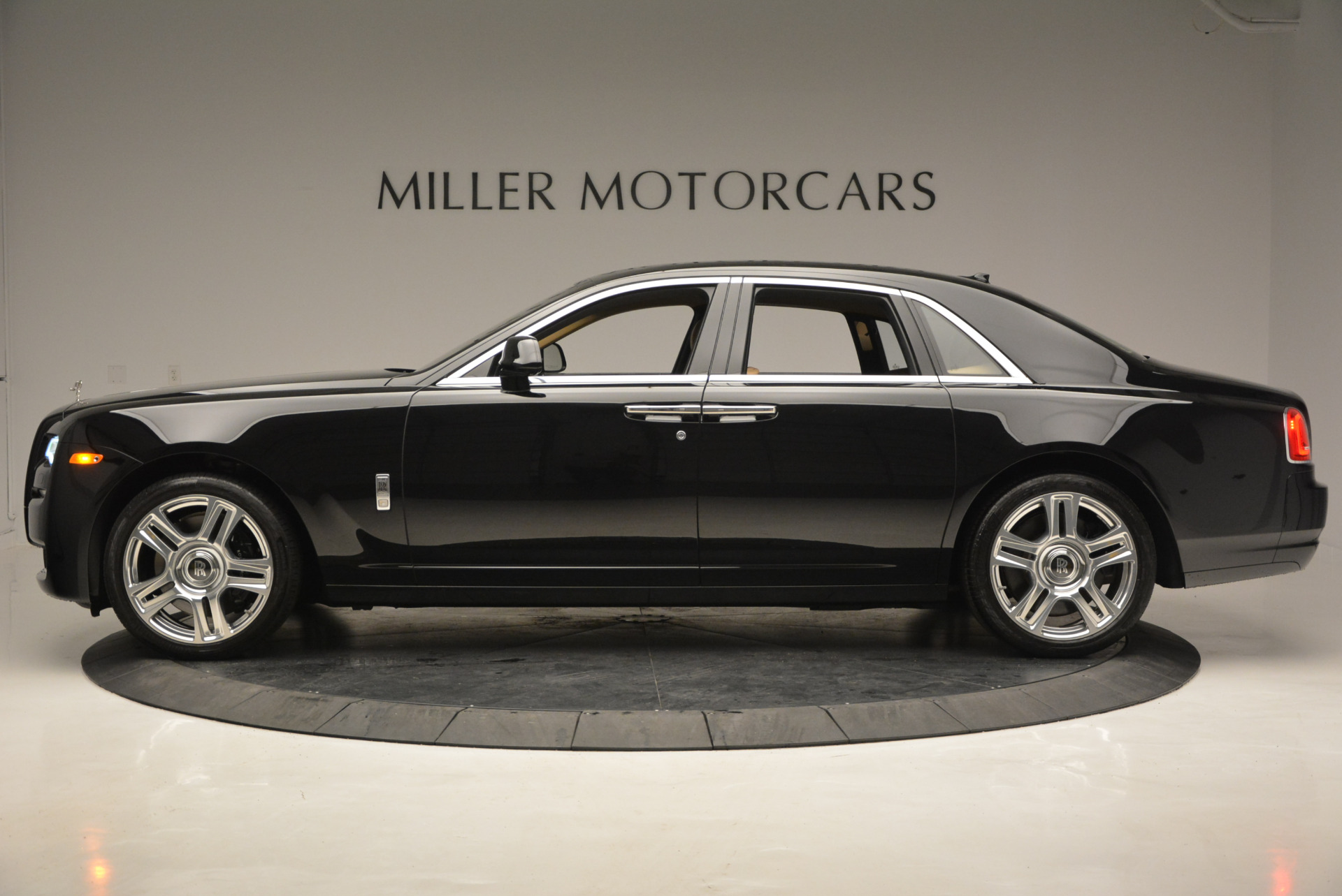 Used 2016 Rolls-Royce Ghost  For Sale In Westport, CT 898_p4