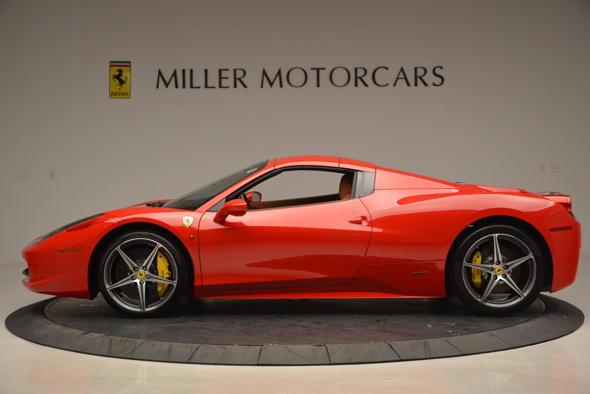 Used 2014 Ferrari 458 Spider  For Sale In Westport, CT 952_p15