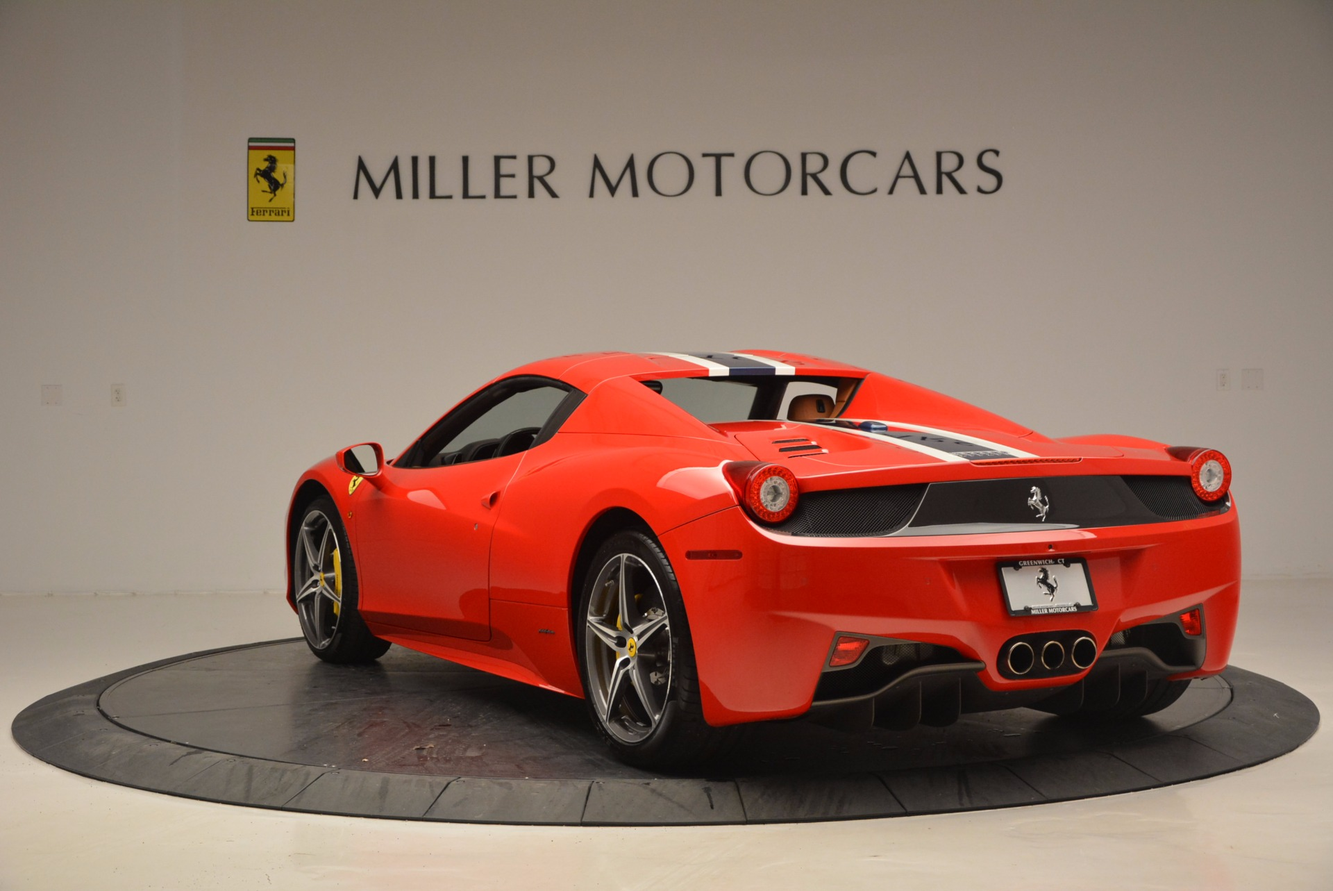 Used 2014 Ferrari 458 Spider  For Sale In Westport, CT 952_p17