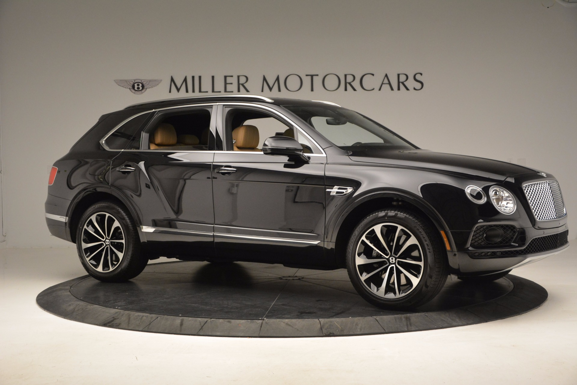 Used 2017 Bentley Bentayga  For Sale In Westport, CT 989_p10