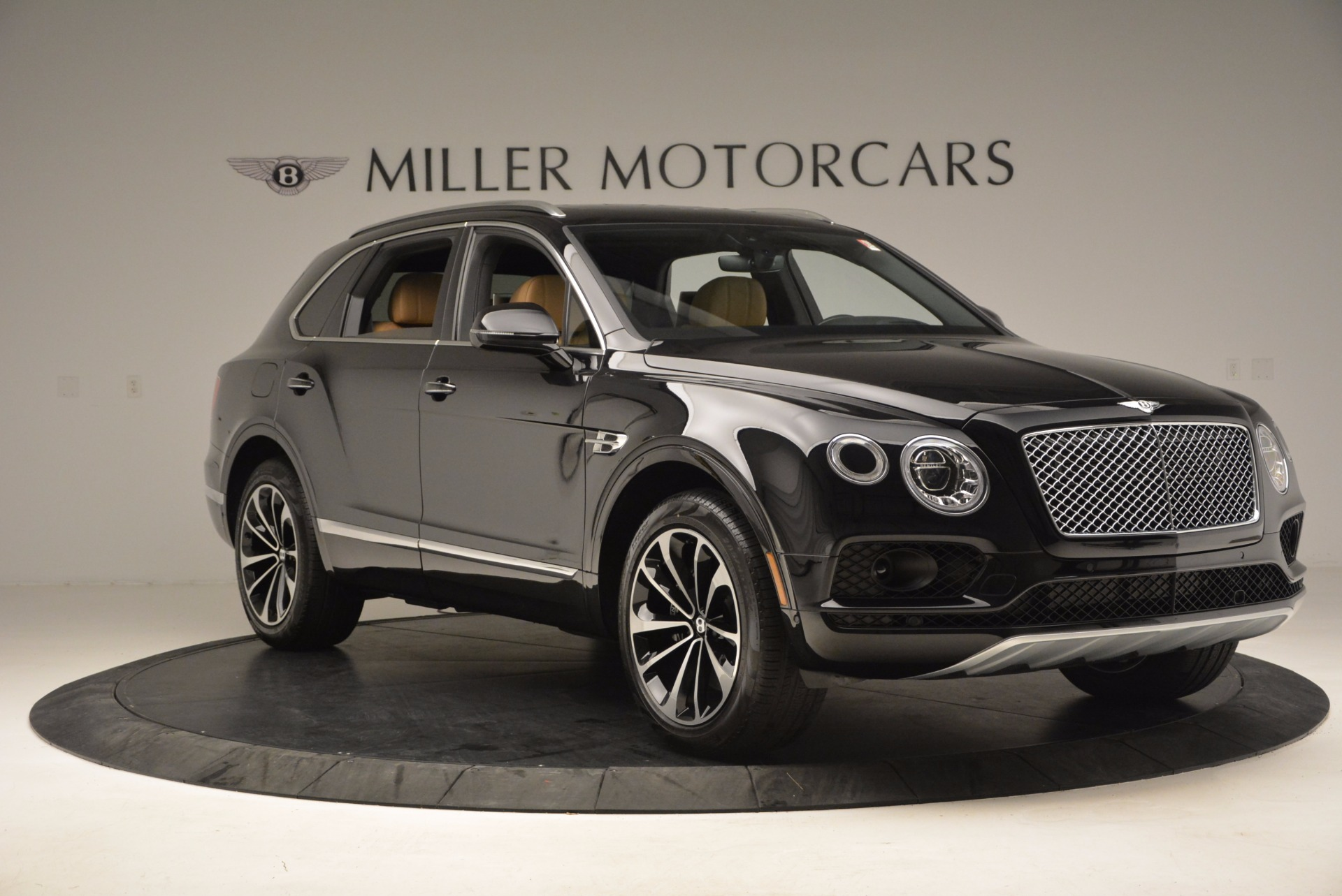 Used 2017 Bentley Bentayga  For Sale In Westport, CT 989_p11