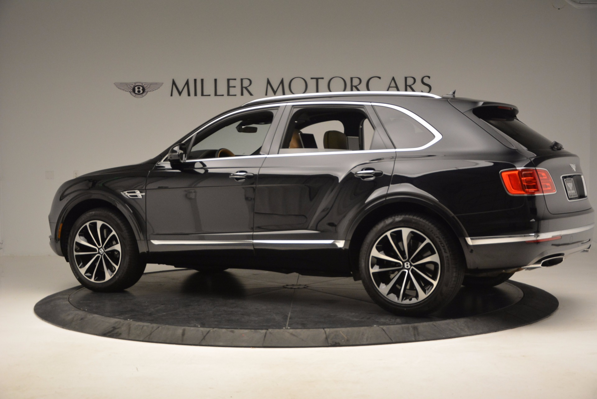Used 2017 Bentley Bentayga  For Sale In Westport, CT 989_p4