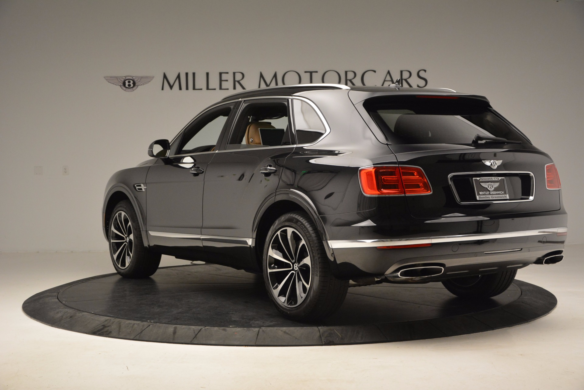 Used 2017 Bentley Bentayga  For Sale In Westport, CT 989_p5