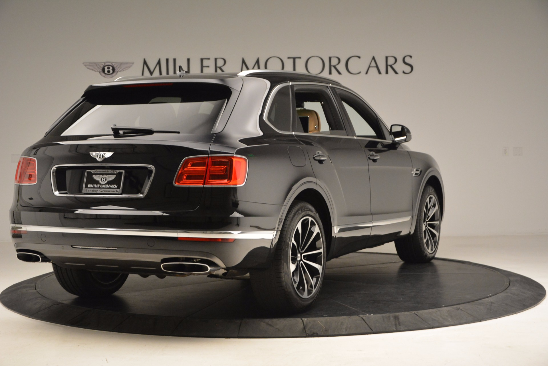 Used 2017 Bentley Bentayga  For Sale In Westport, CT 989_p7